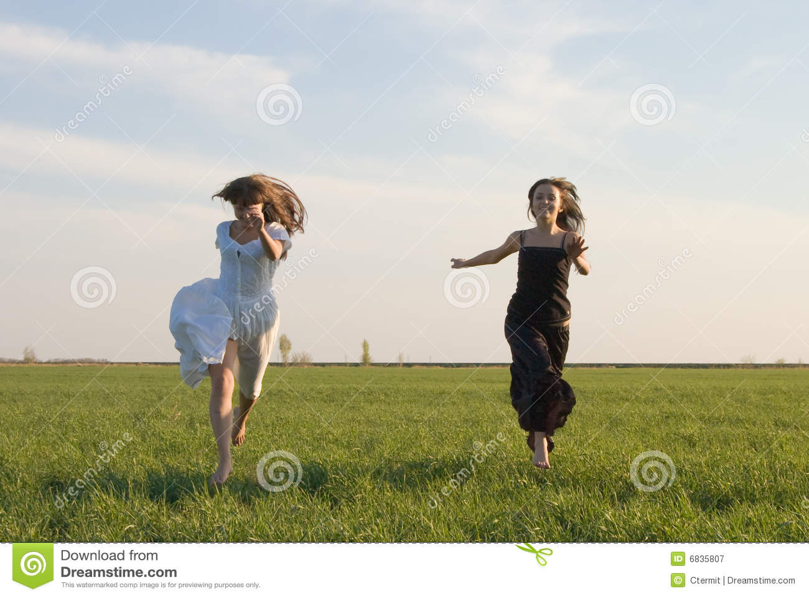 运行二的2个域女孩
