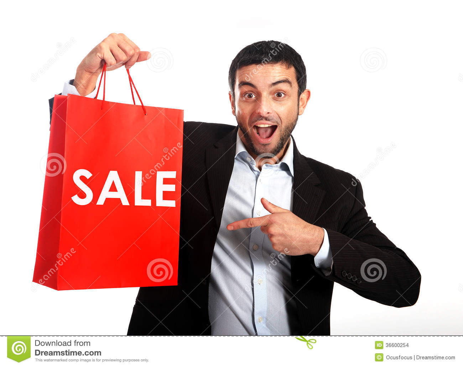运载一个红色销售购物袋的人