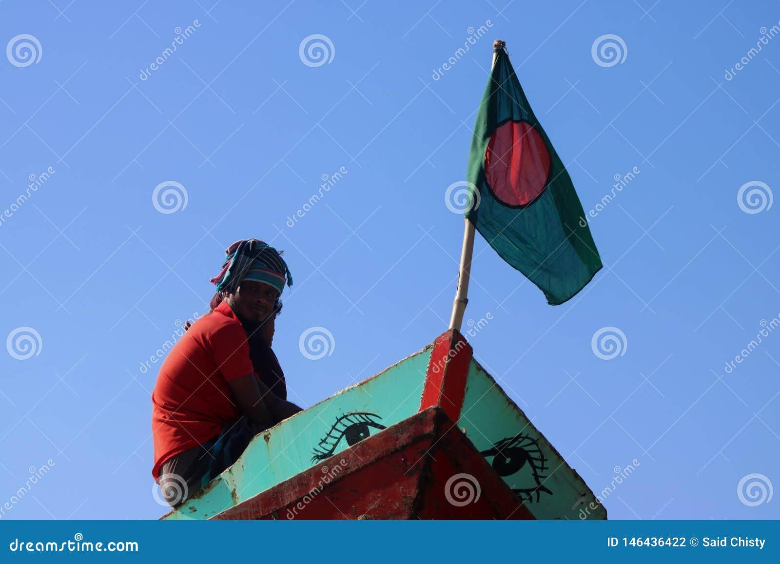 这在小船的一面孟加拉国的旗子