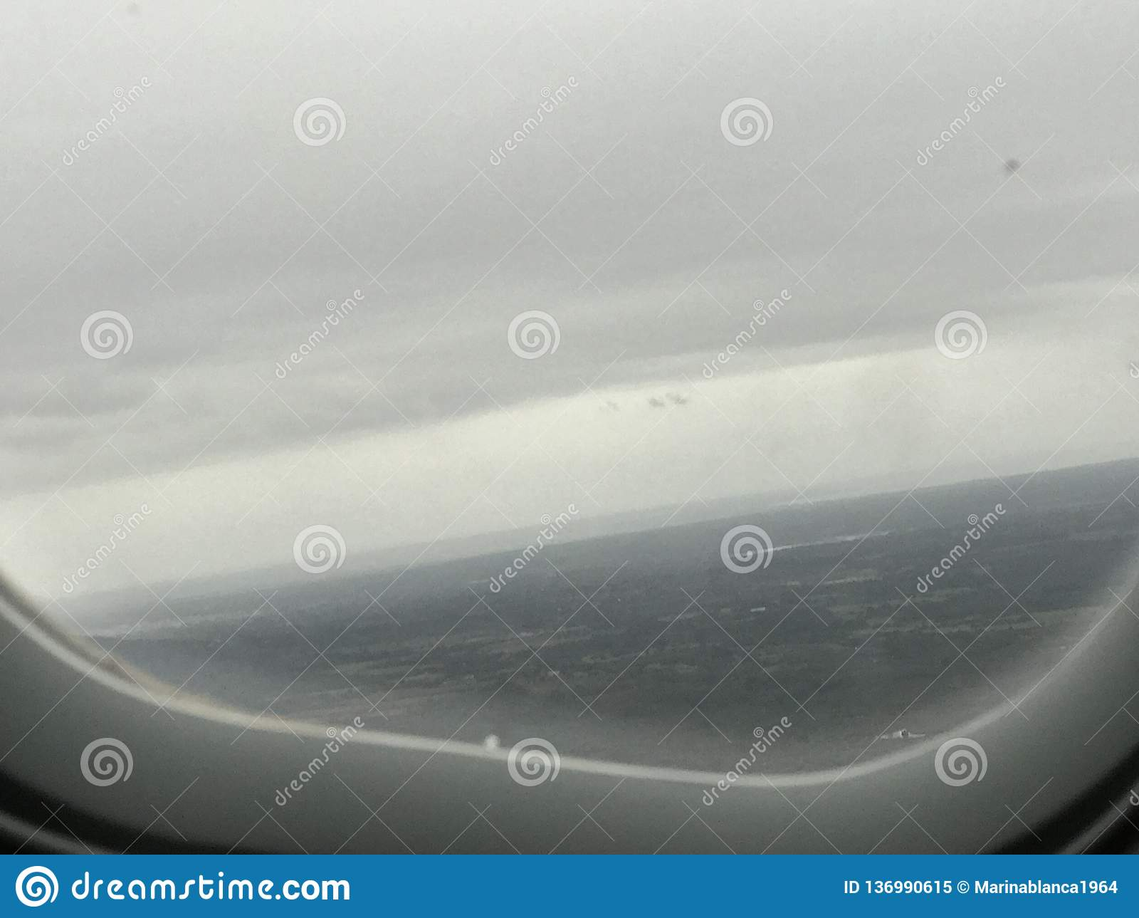 这是飞机和窗口