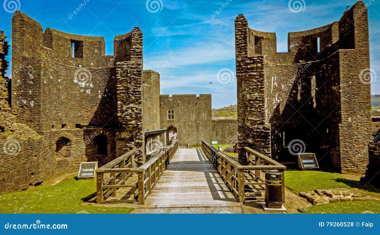 进入Caerphilly城堡