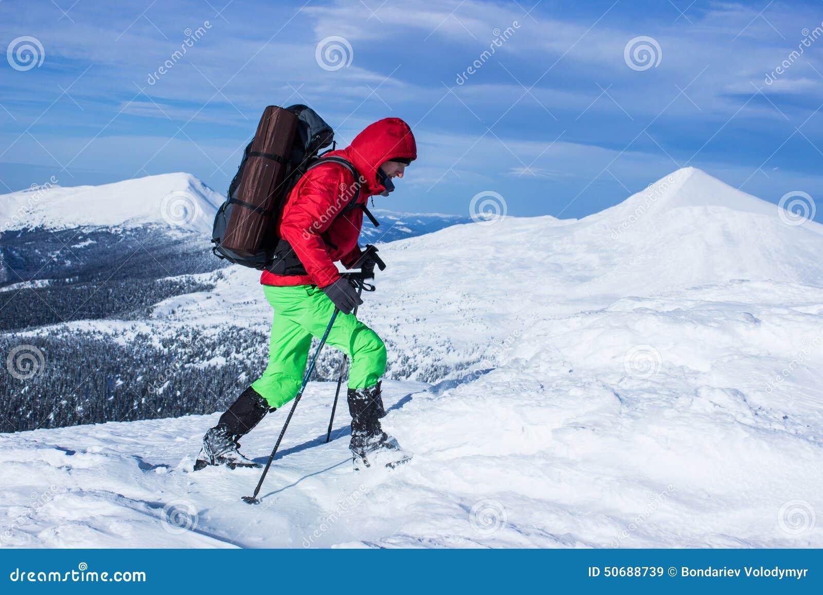 Download 远足在山的冬天 库存图片. 图片 包括有 极其, ,并且, 高涨, 空间, snowplowing的, 目标 - 50688739