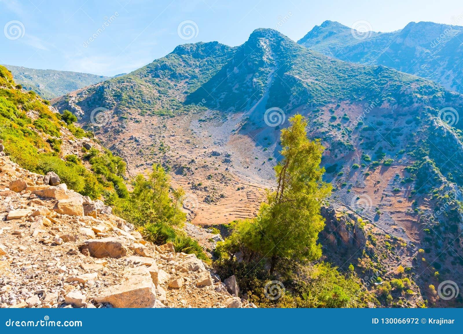远足在摩洛哥的里夫山脉山在舍夫沙万市下,摩洛哥,非洲