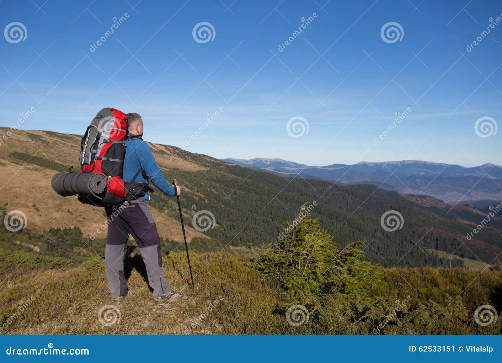 远足在高加索山脉