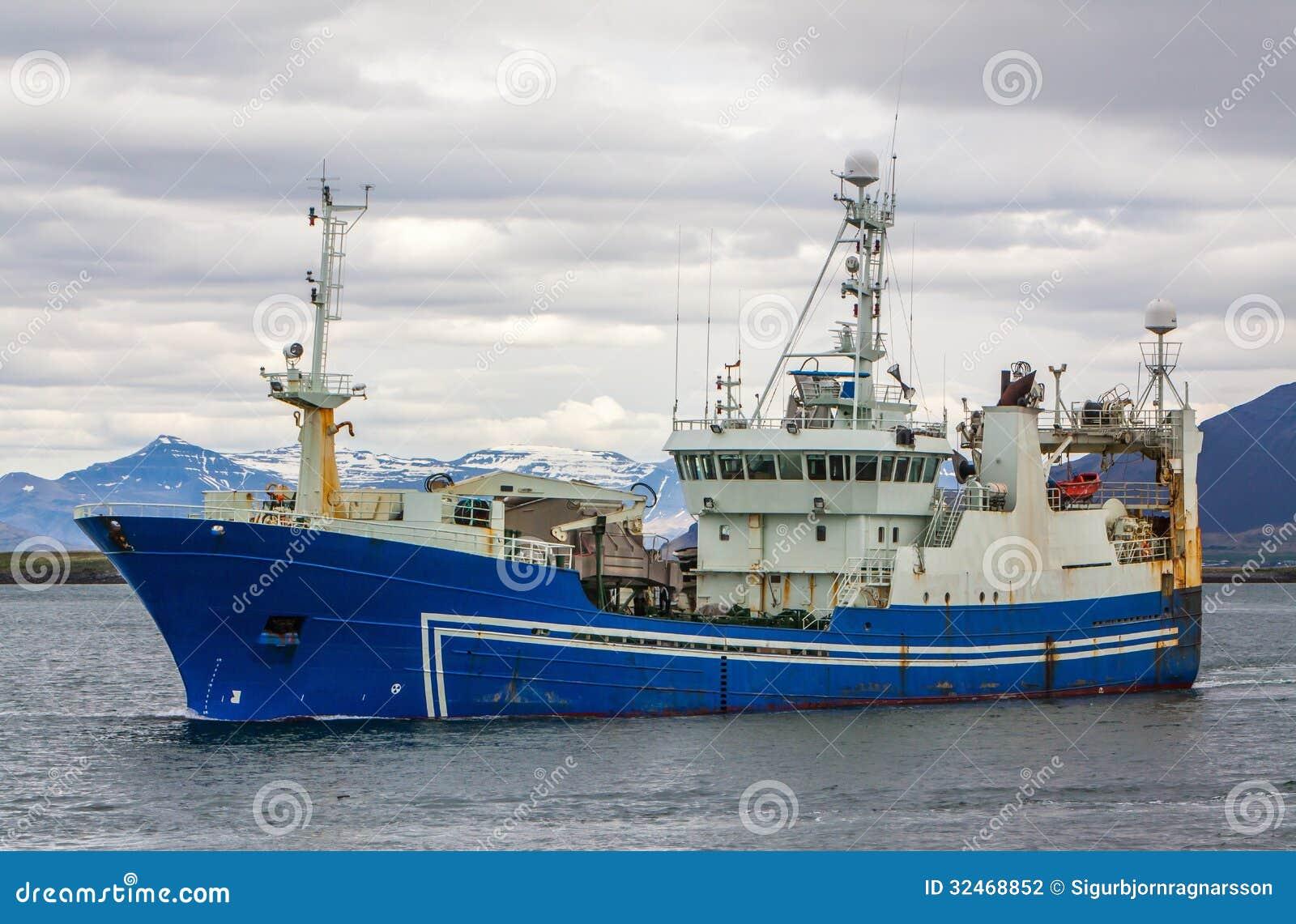 远洋捕鱼船
