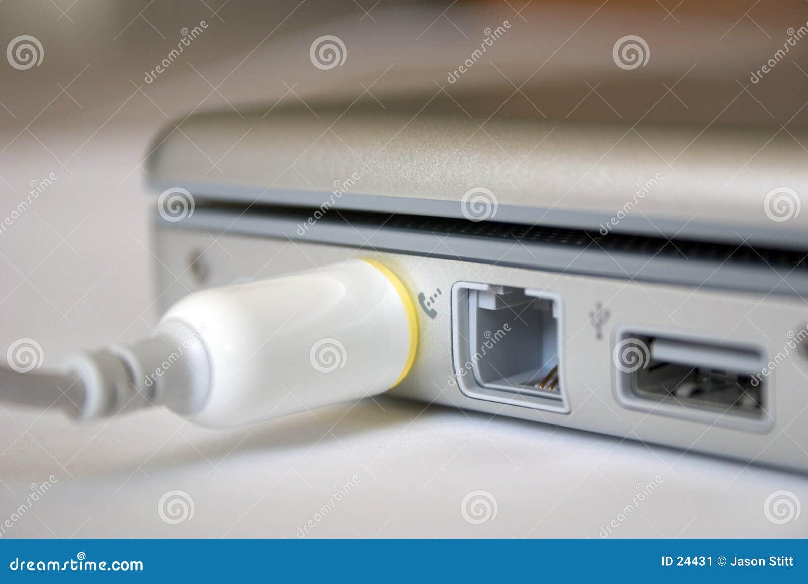 连接数膝上型计算机次幂