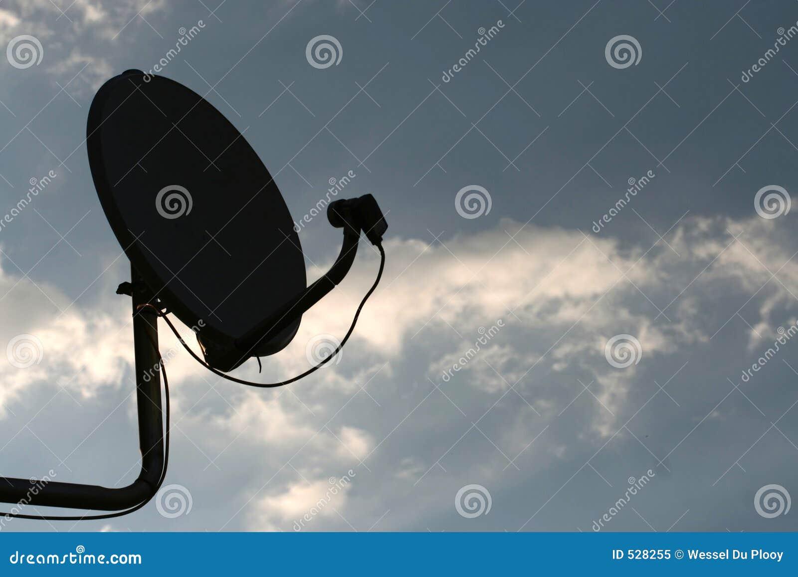 Download 连接 库存图片. 图片 包括有 天空, 技术, 灰色, 通信, 现代, 伸手可及的距离, 接受, 发送, 调用 - 528255