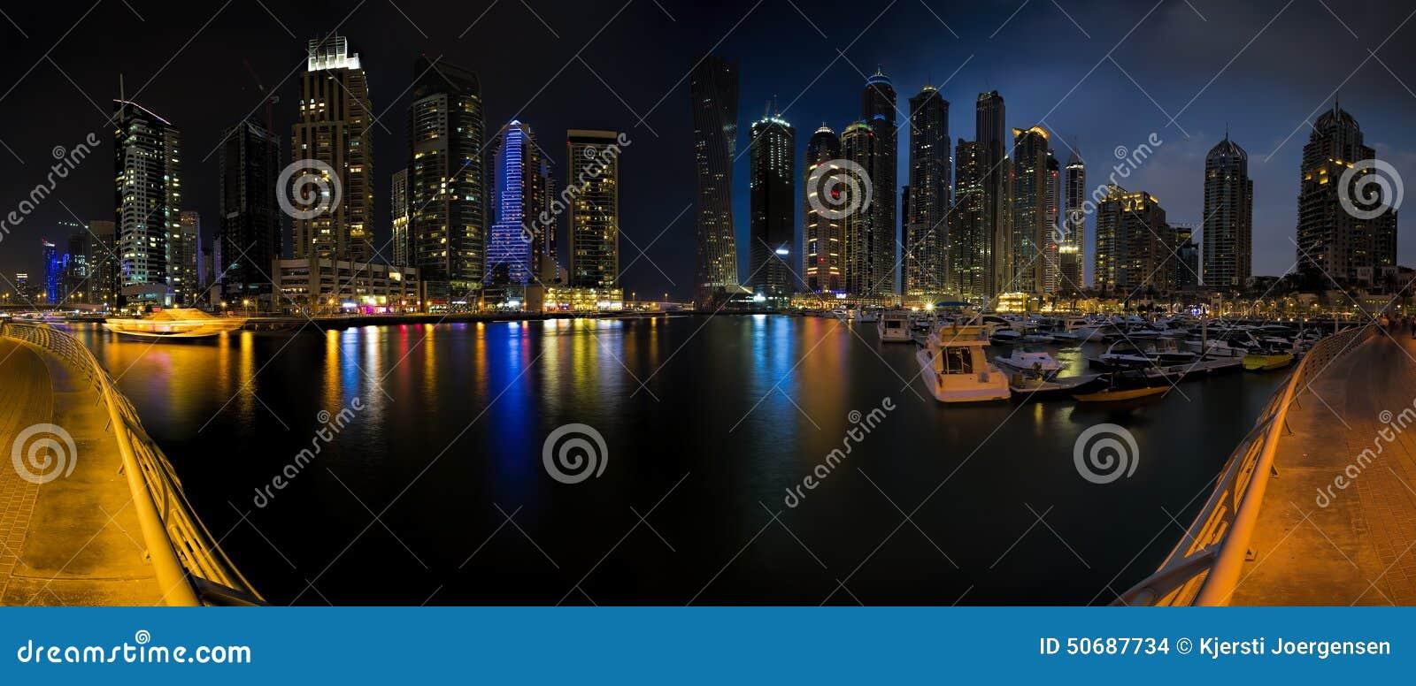 Download 迪拜小游艇船坞全景 库存照片. 图片 包括有 海湾, 晚上, 大城市, 城市, 全景, 运河, 照亮, 海滨广场 - 50687734