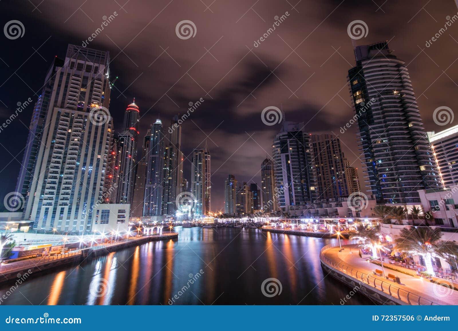 迪拜海滨广场晚上
