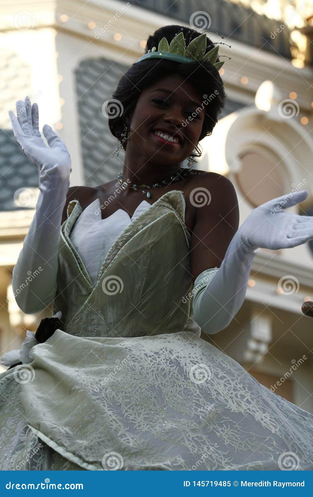 迪斯尼乐园游行的蒂亚纳公主
