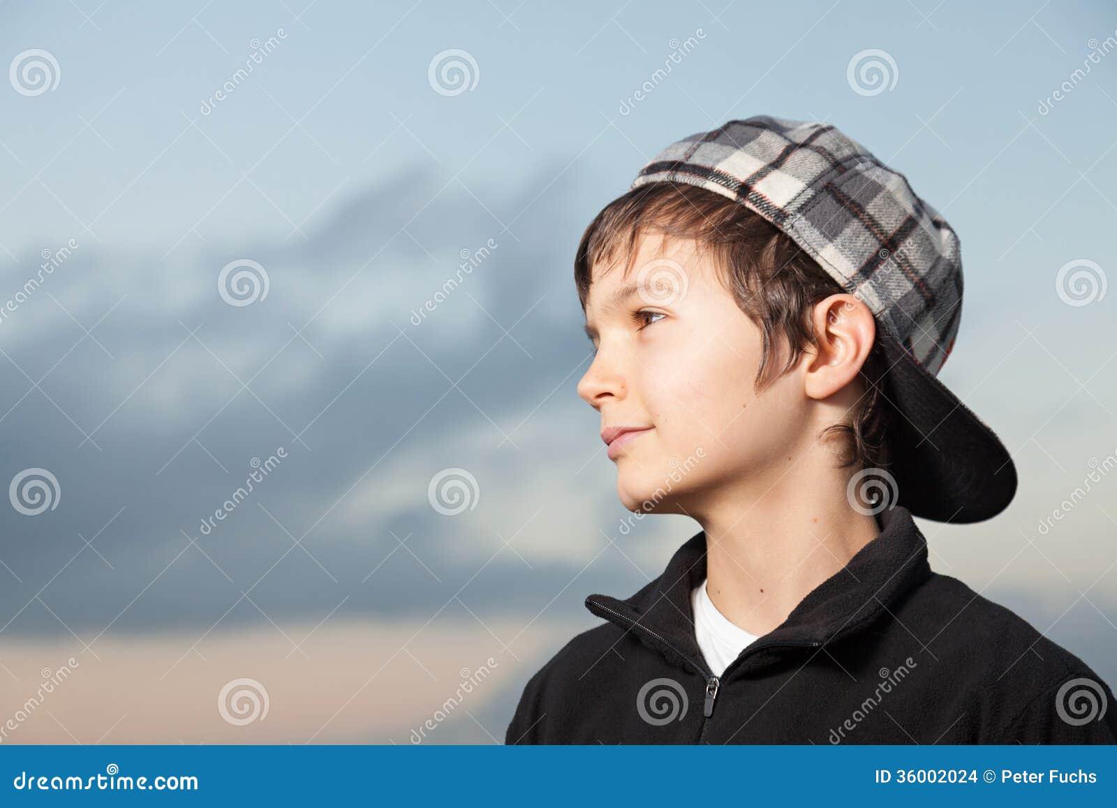 几岁_迷人的十几岁的男孩