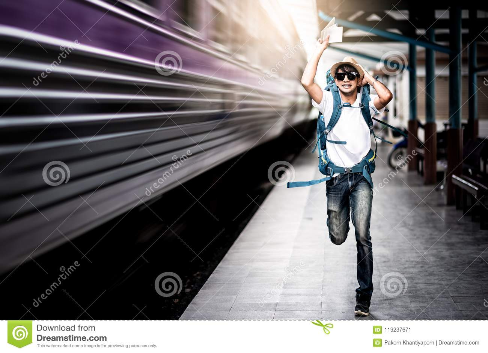 追捕一列移动的火车的旅客人
