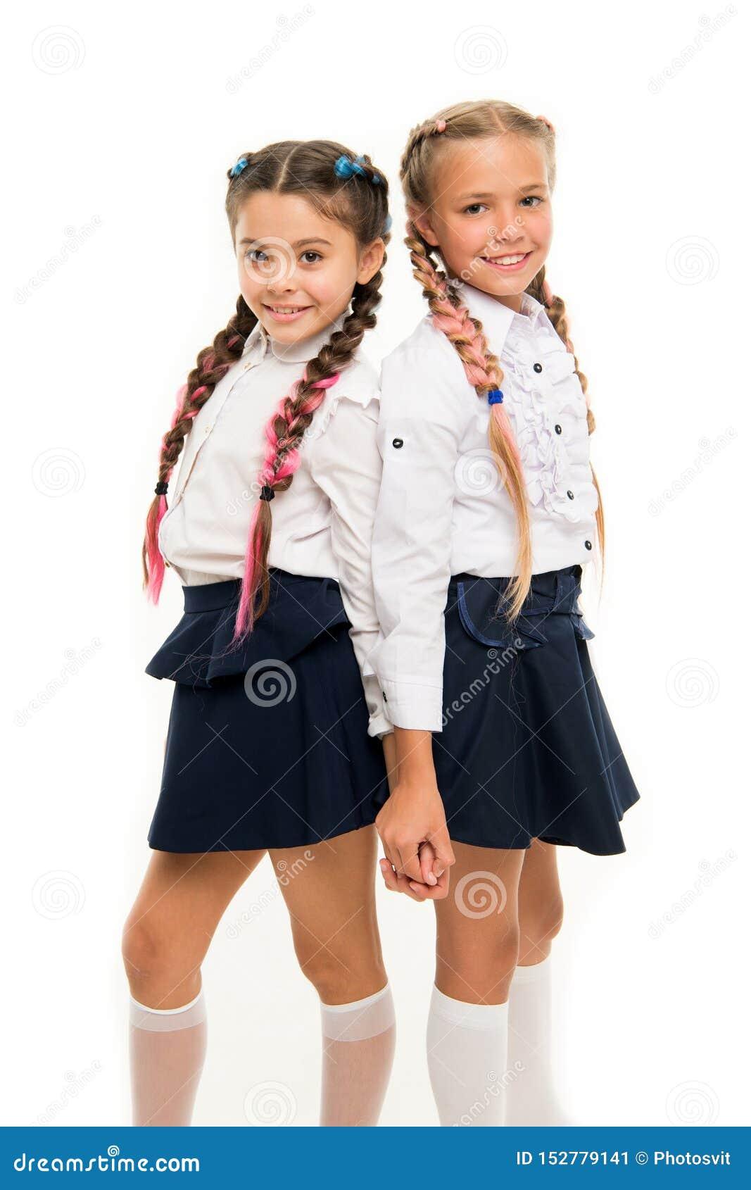 适当的发型 女孩长的辫子 m 这是令人敬畏的染料头发乐趣颜色 保持头发编辫子为整洁