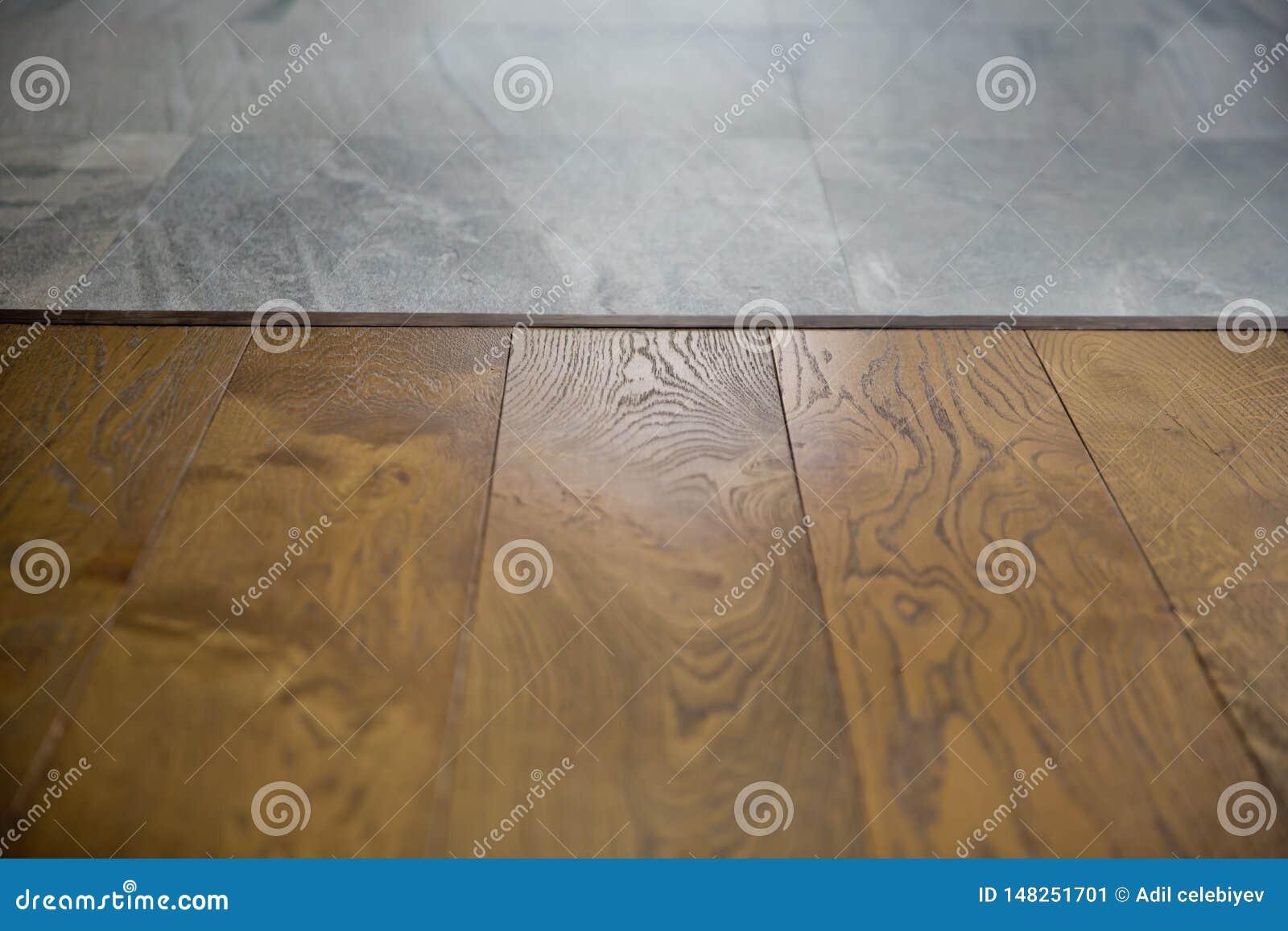 透视在迷离的褐色木头在咖啡馆-能为显示或蒙太奇使用您的产品 为产品显示嘲笑