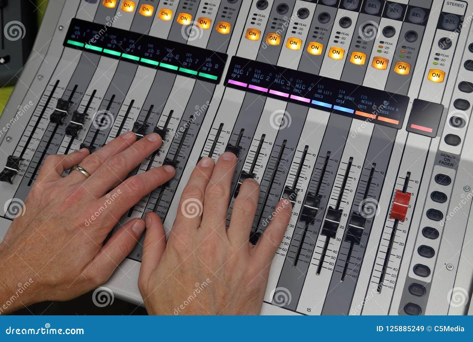 递混合在数字式共鸣板使用对混合音频