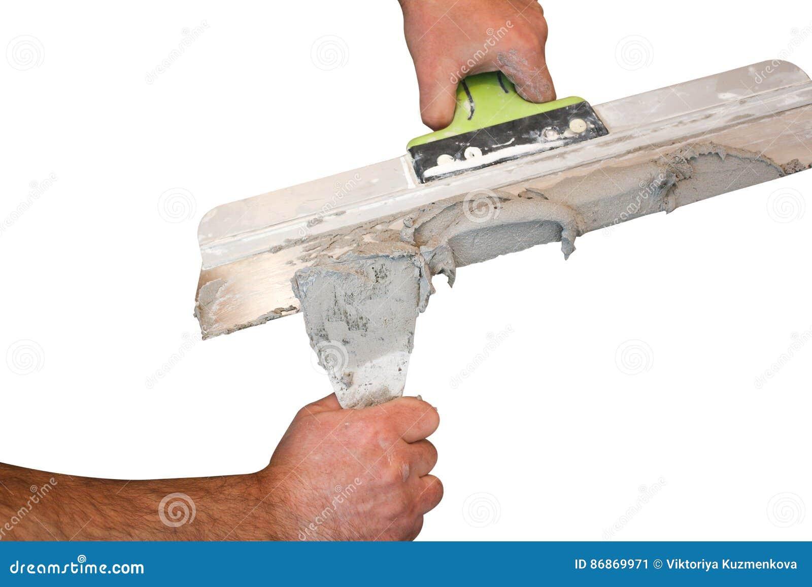 递石膏工在工作 膏药的应用在墙壁上的