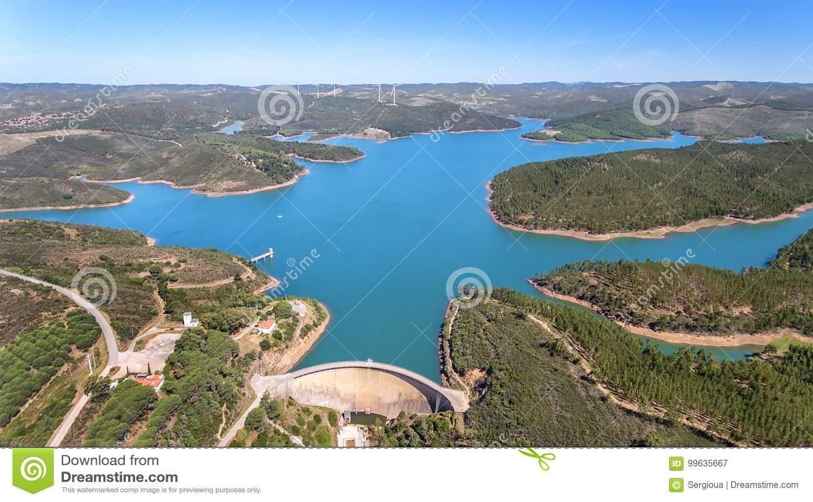 通风 从天空,水坝的照片用水Odiaxere填装了 壮丽的波尔蒂芒