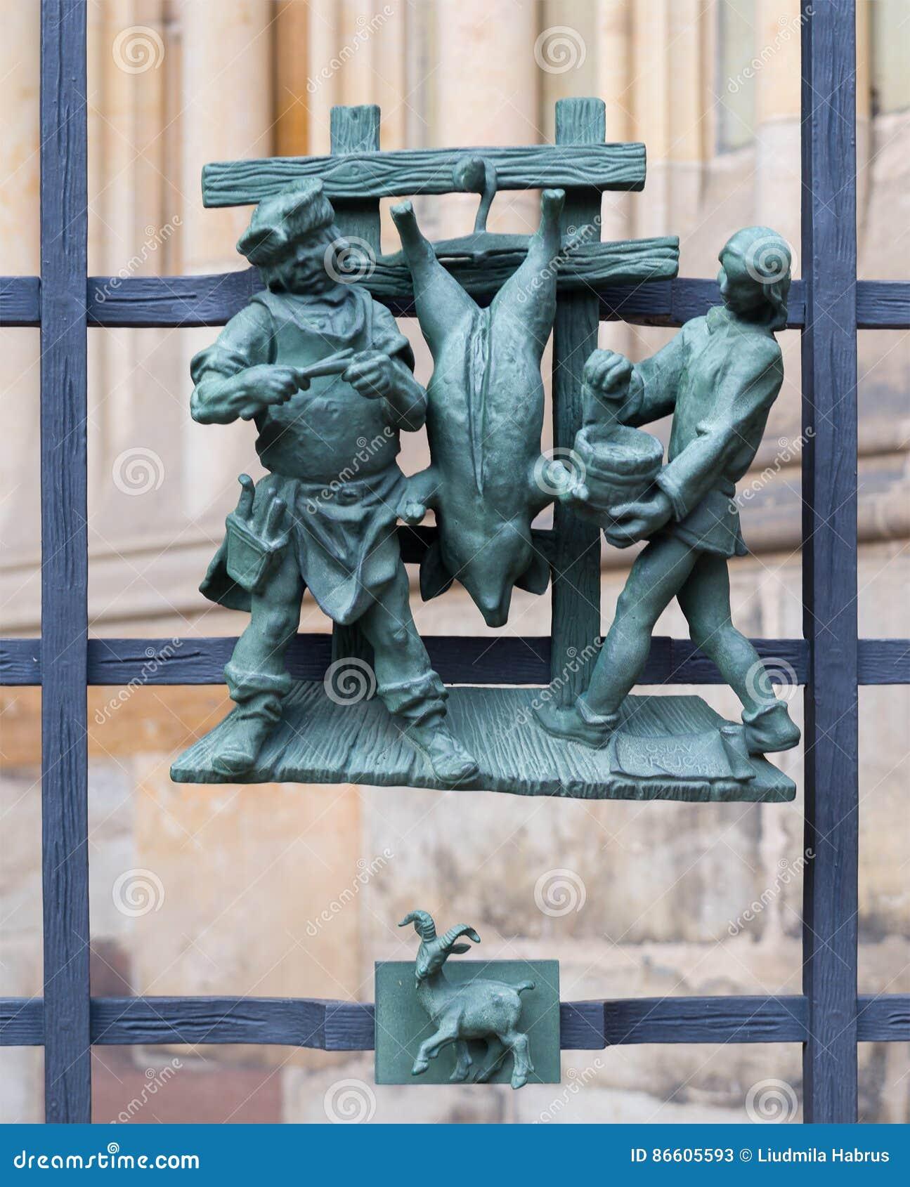 黄道带的异教的标志在金门St Vitus大教堂的在布拉格