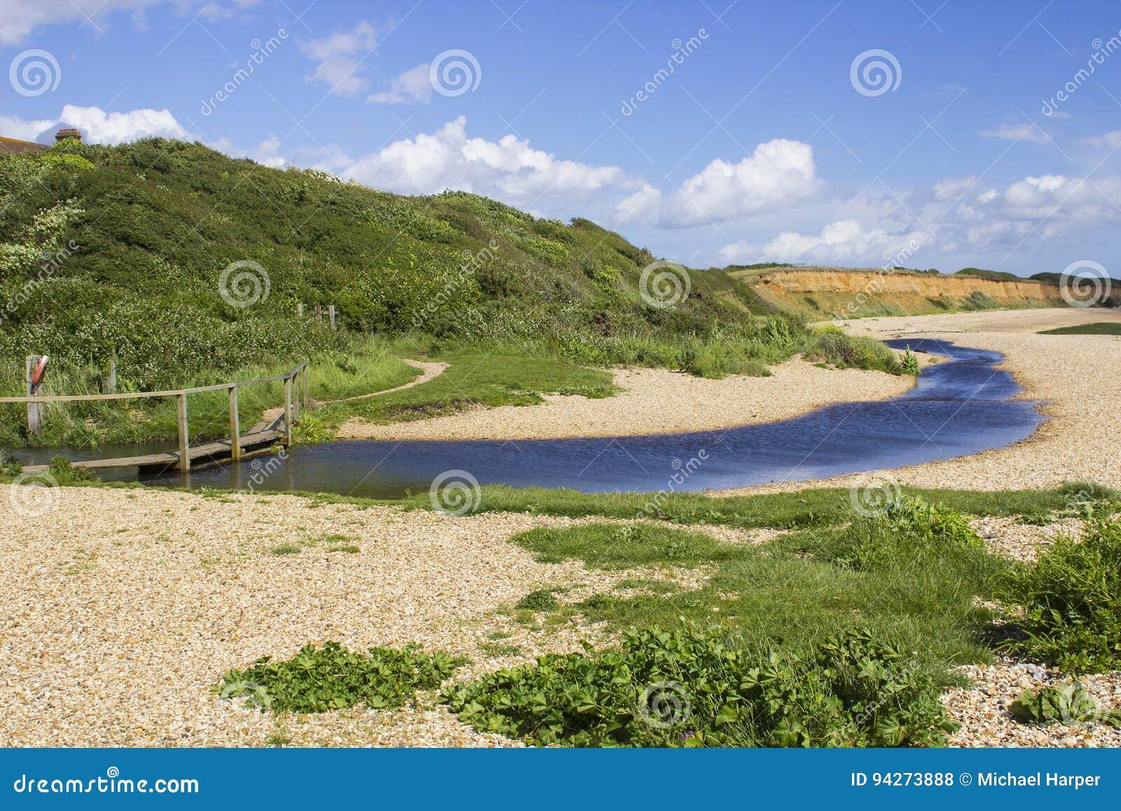 遥控搽粉了在南安普敦水的壳海滩在勾子车道骑马专用路结束时在Titchfield共同性英国附近