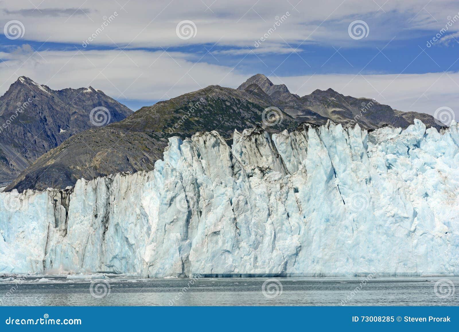 遮暗山的冰河墙壁