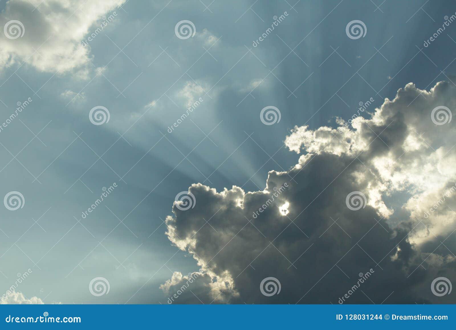 遮盖天空的云彩
