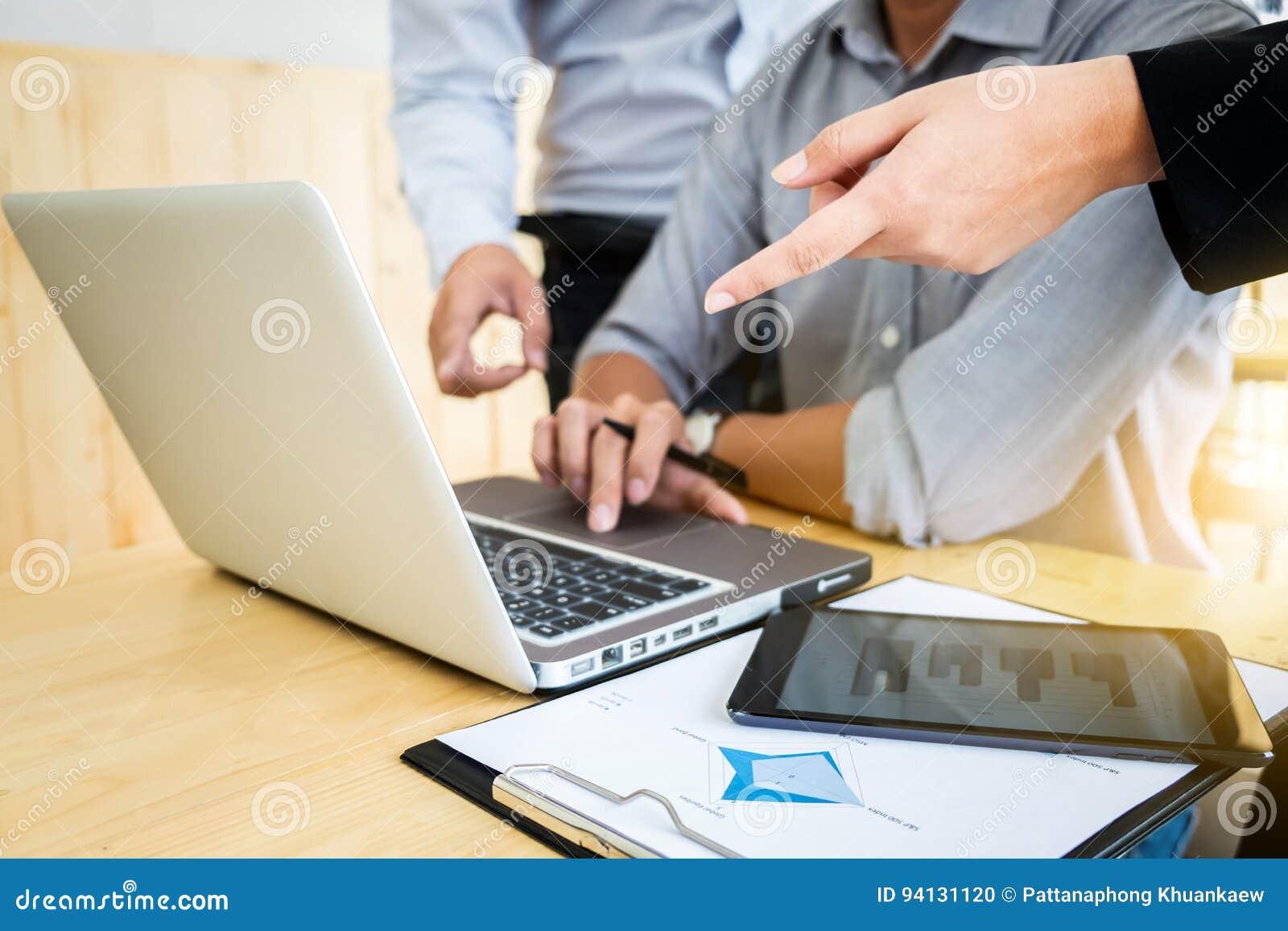 配合过程,见面对谈论的企业同事n