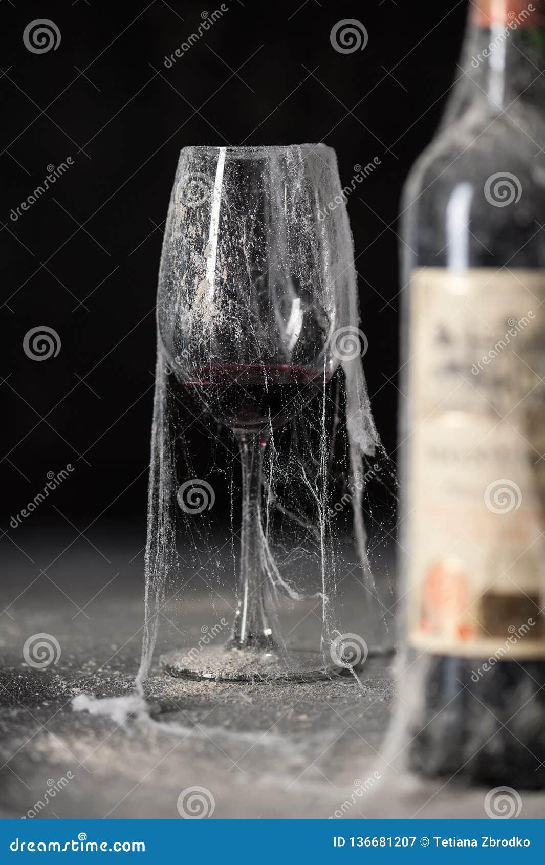 酒在地窖里