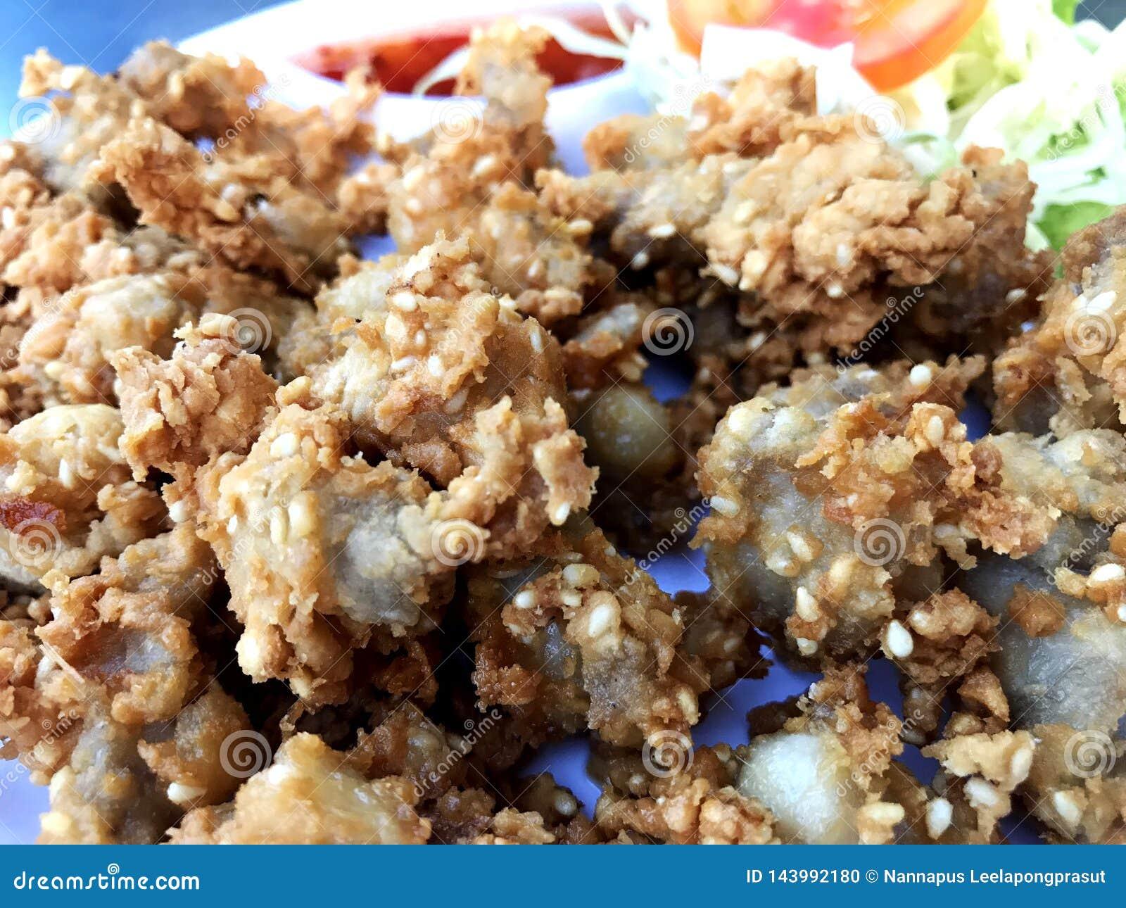 酥脆鸡腱被油炸的食物