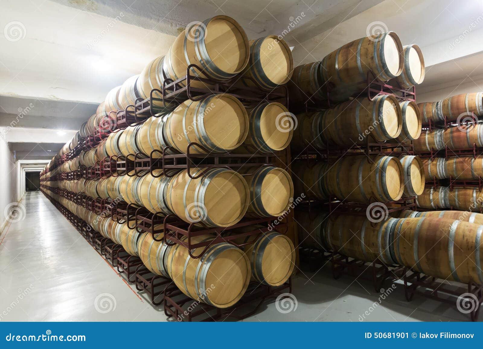 Download 酿酒厂内部照片 库存图片. 图片 包括有 进程, 西班牙, 伯根地酒, 篮子, 端口, 隔间, 波尔图, 发酵 - 50681901