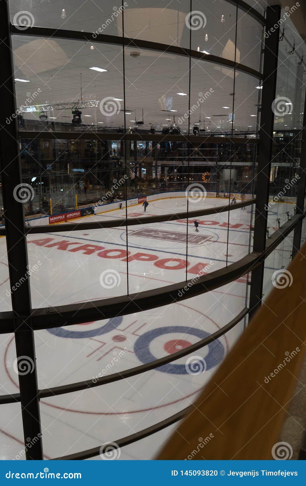 里加,拉脱维亚- 2019年4月10日:Akropole溜冰场是开放的