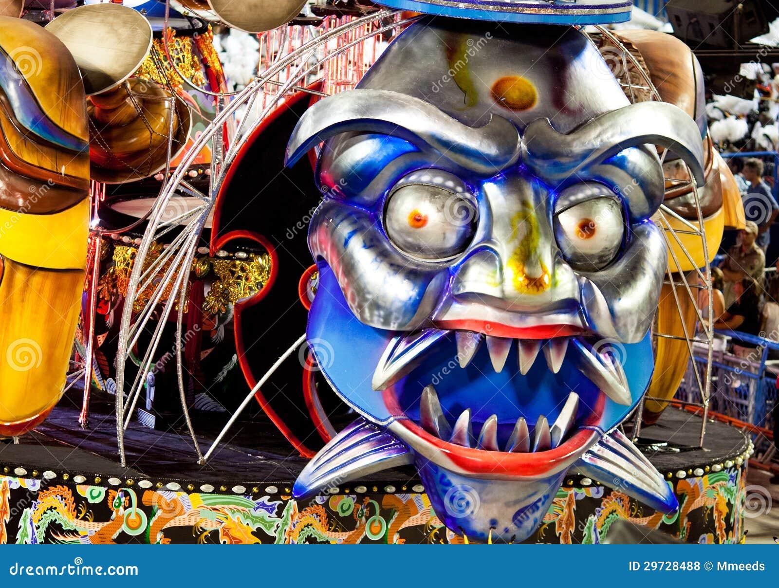 里约热内卢- 2月11 : 显示与在狂欢节的装饰