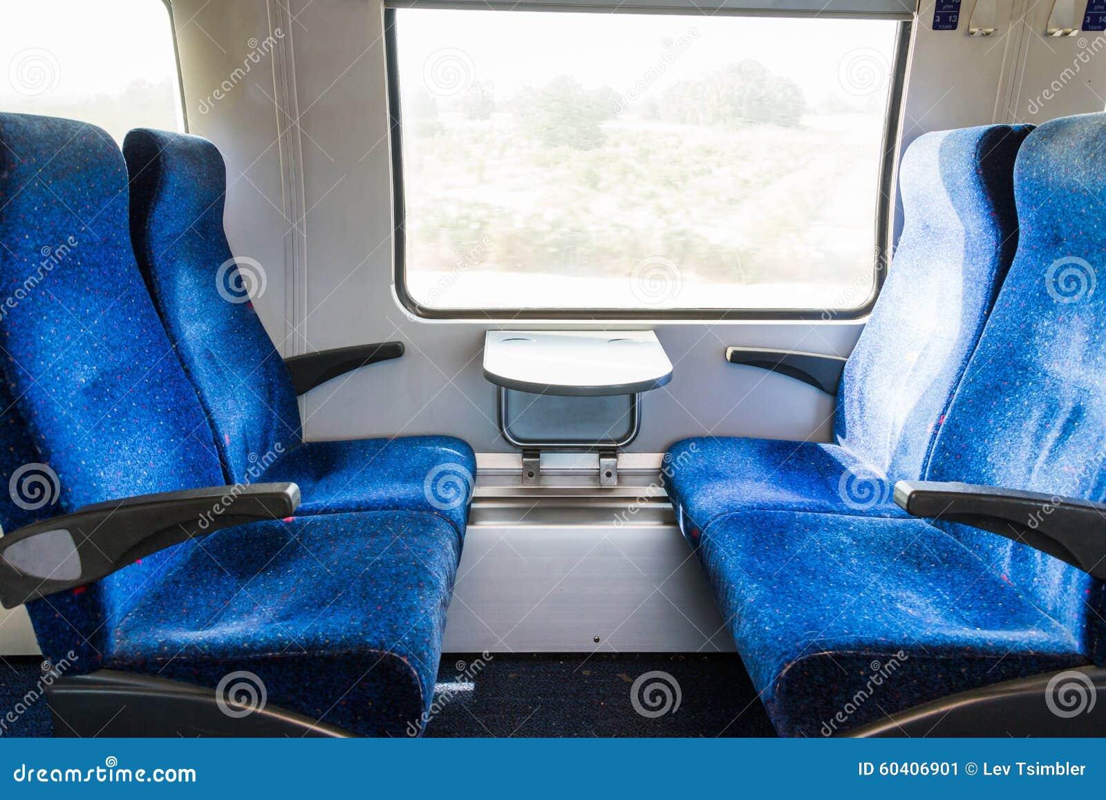 里面旅客列车