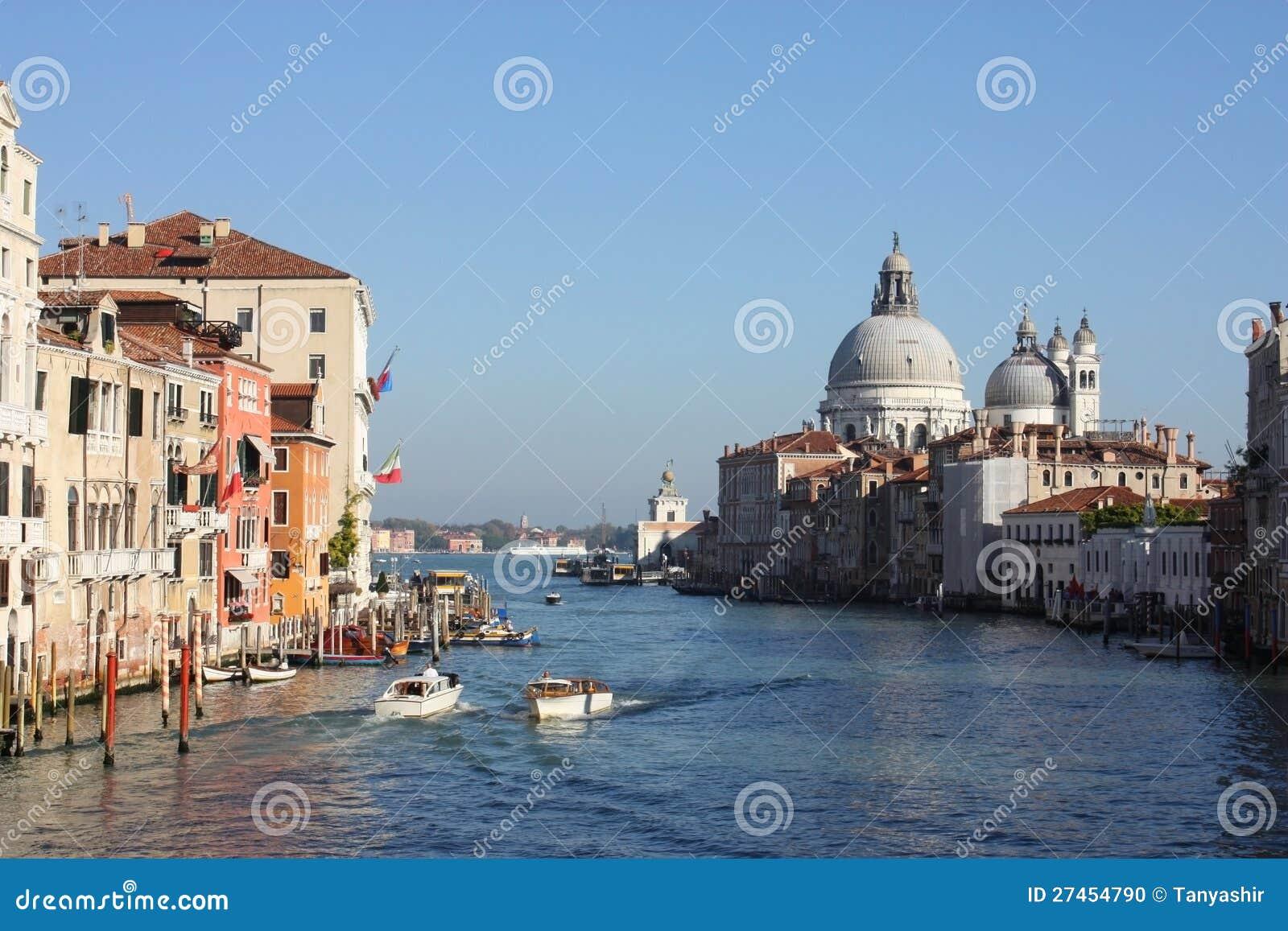 重创Venezia的运河