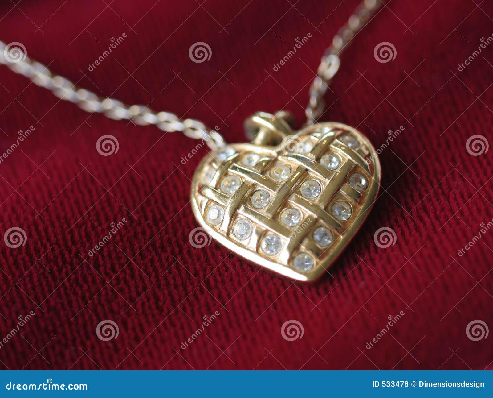 Download 重点项链红色 库存照片. 图片 包括有 伪造品, 金子, 妇女, 金刚石, 服装, 空白, 关闭, 脖子, 红色 - 533478