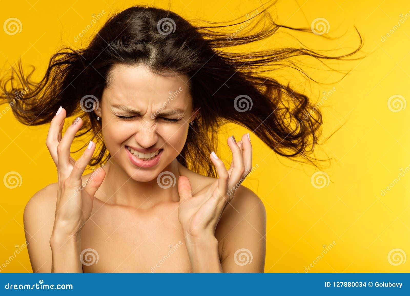 重音神经衰弱恼怒的妇女困厄