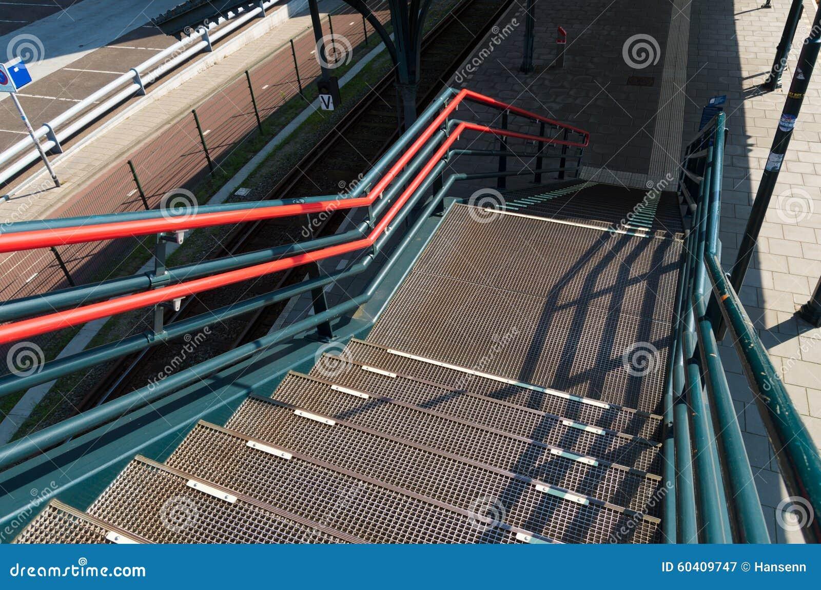 金属化台阶