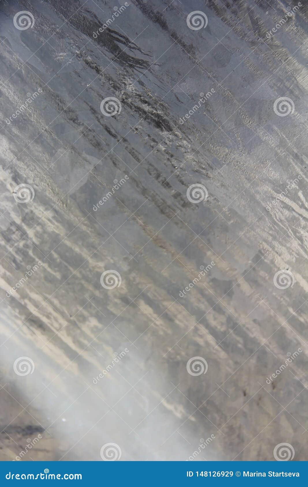 金属墙壁纹理与抓痕、污点和镇压的表面
