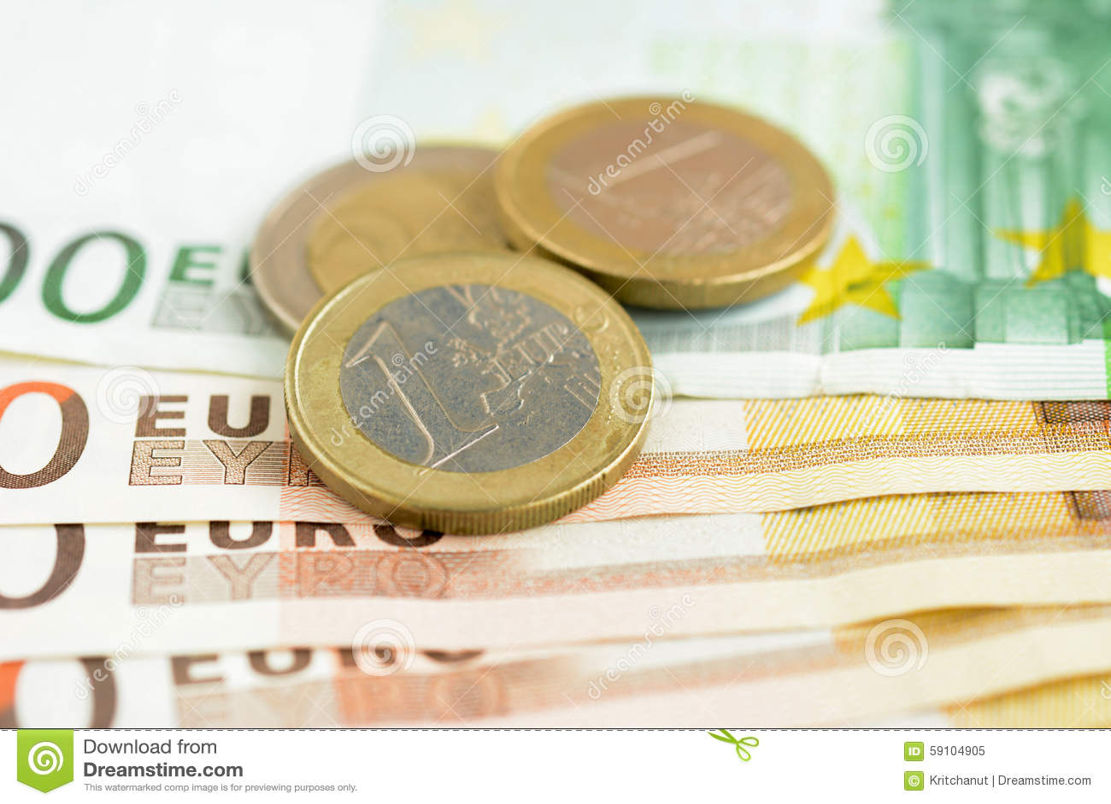 金钱、欧洲货币(EUR)钞票和硬币