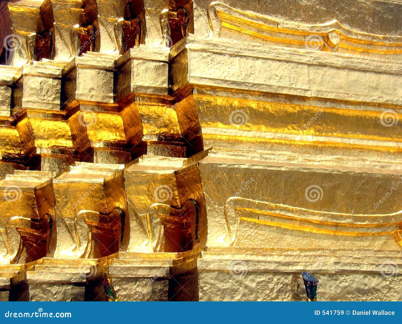 Download 金黄寺庙 库存图片. 图片 包括有 轰隆的, 寺庙, 详细资料, 旅游业, 宫殿, 金子, 晴朗, 天空, 金属 - 541759