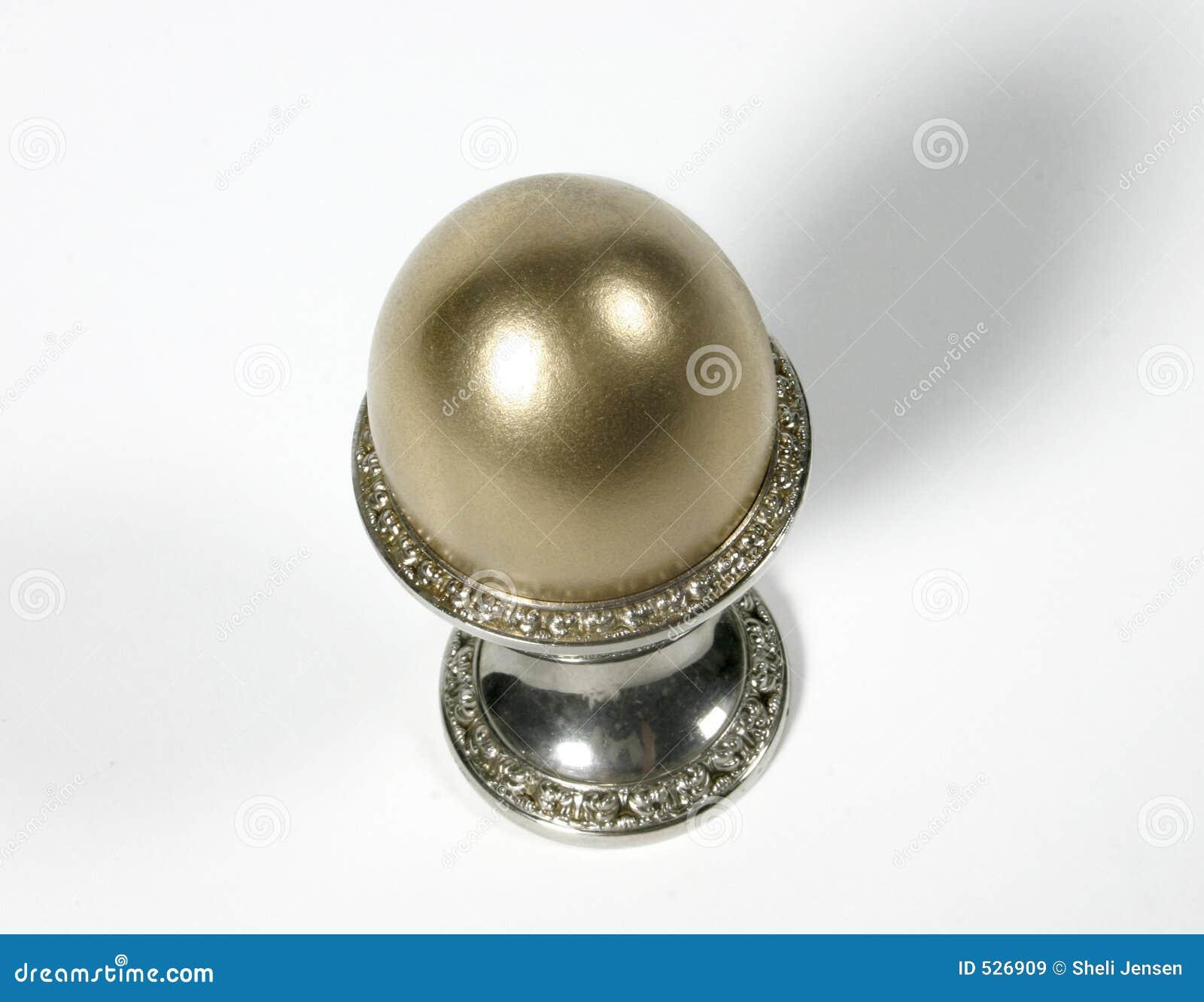 Download 金黄杯子的鸡蛋 库存图片. 图片 包括有 捷克人, 储蓄, 现有量, 货币, 金子, 财务, 消耗大, 无辜 - 526909
