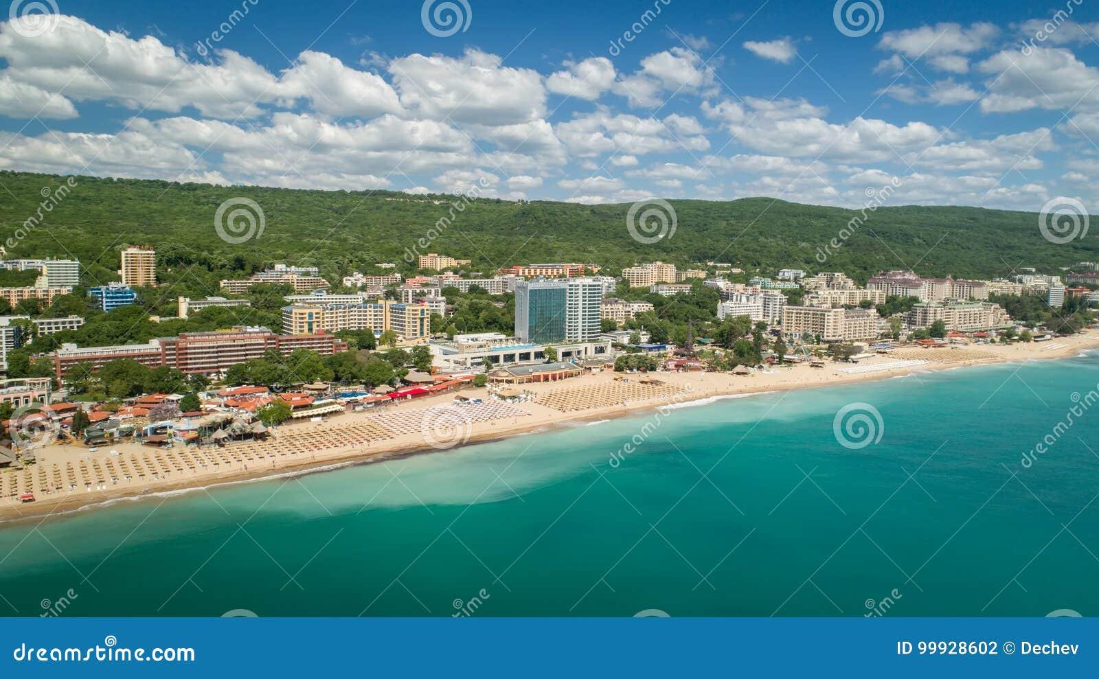 金黄沙子海滩,瓦尔纳,保加利亚- 2017年5月19日 海滩和旅馆的鸟瞰图金黄沙子的, Zlatni Piasaci 普遍的s