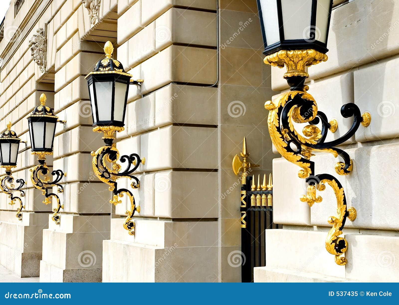 Download 金黄灯笼 库存图片. 图片 包括有 装饰, beautifuler, 照亮, 夹具, 进入, 布琼布拉, 典雅 - 537435