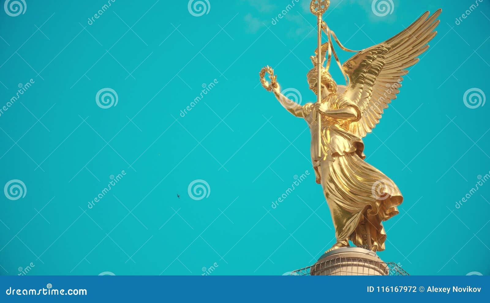 金黄雕象的轻率冒险在著名柏林胜利专栏,德国上面的