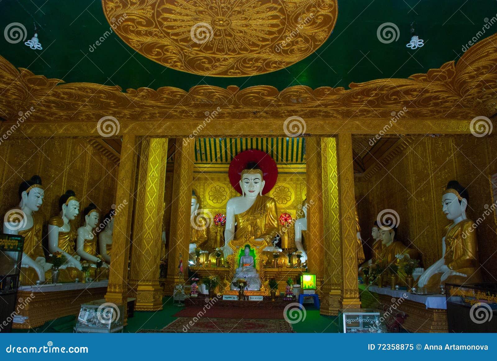 金黄菩萨的雕象 内部 Kyaik Tan Lan 老Moulmein塔 毛淡棉,缅甸 缅甸