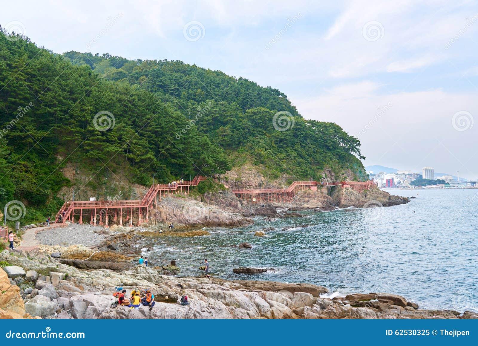 釜山,韩国- 2015年9月20日:Songdo海岸博列gil