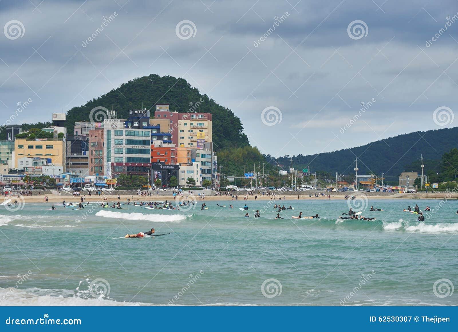 釜山,韩国- 2015年9月19日:Songjeong海滩