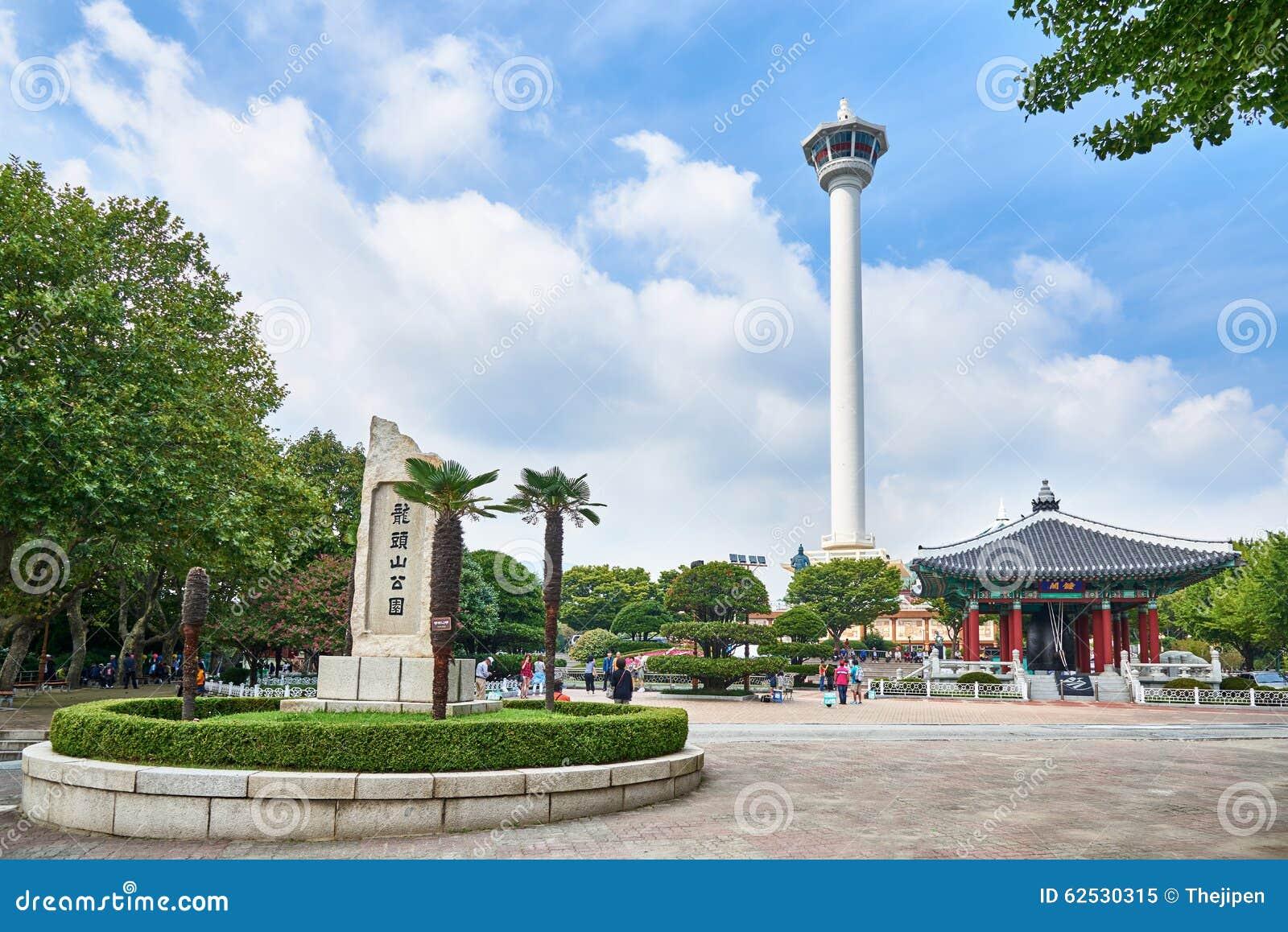 釜山,韩国- 2015年9月20日:Yongdusan公园,釜山塔