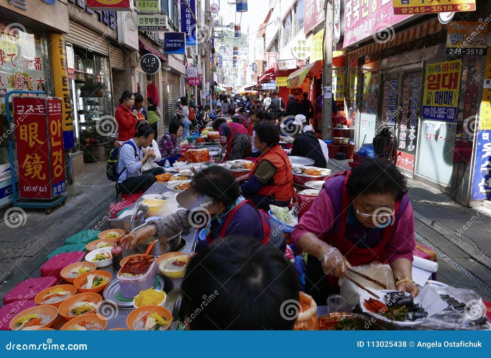 釜山,韩国5月2日2017年:室外快餐市场
