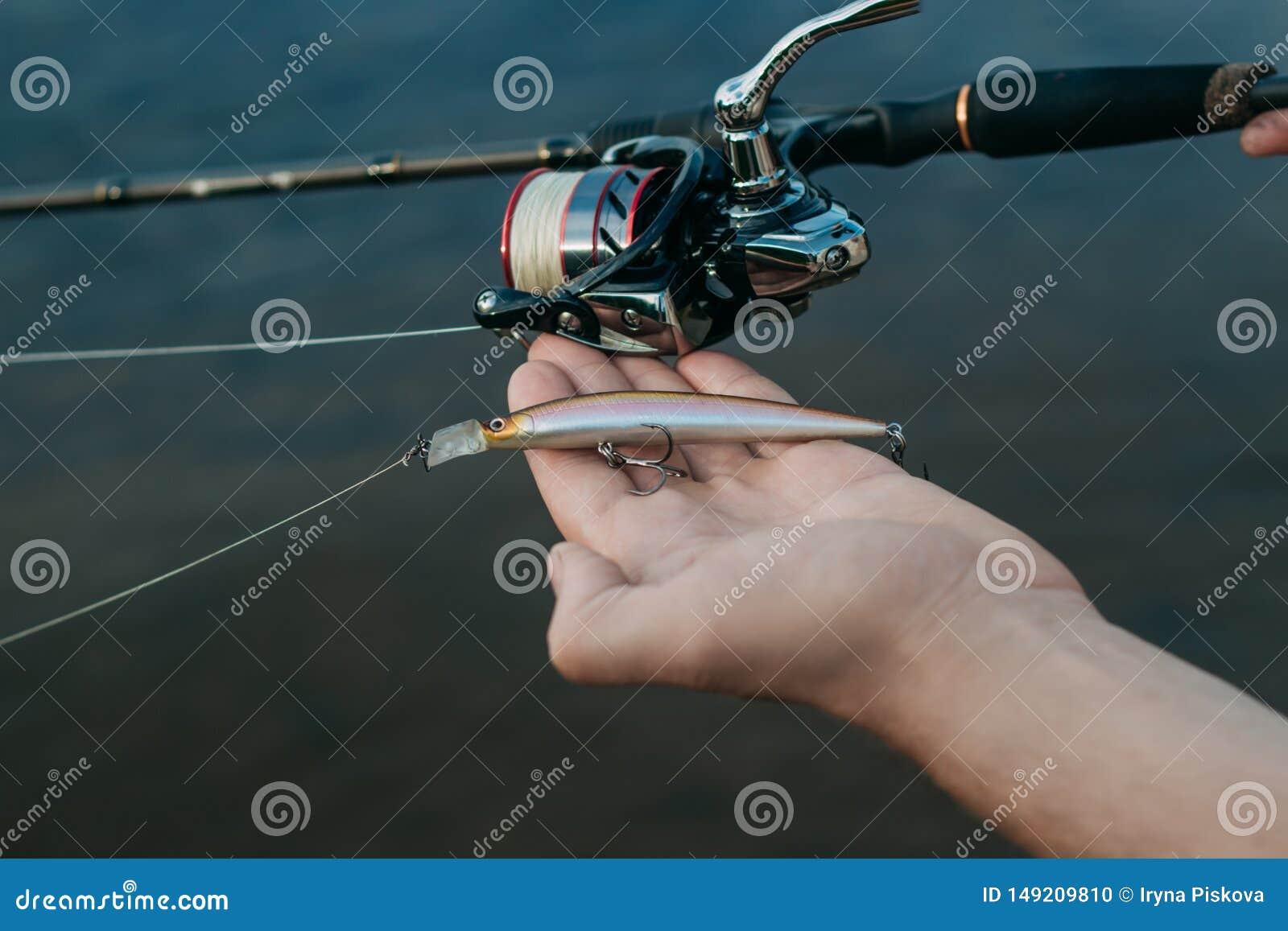 钓鱼从岸的鱼用棍子,关闭