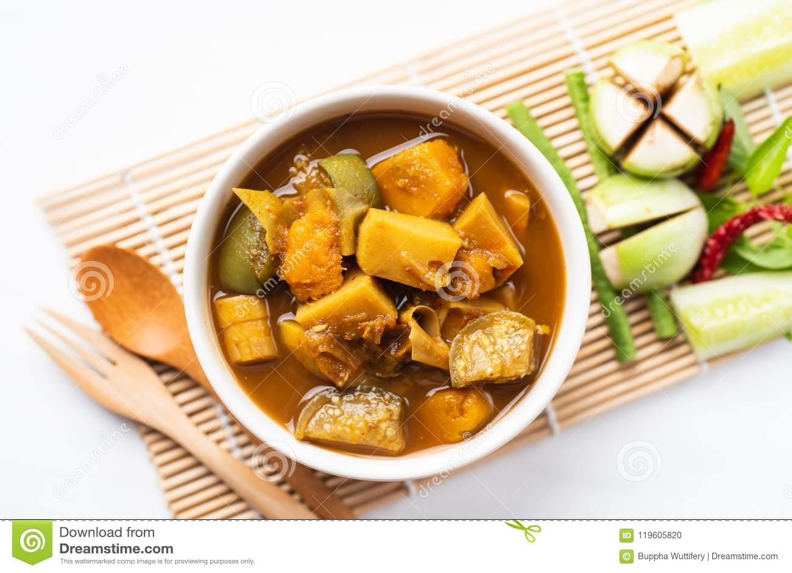 钓鱼器官酸汤,南部的泰国食物